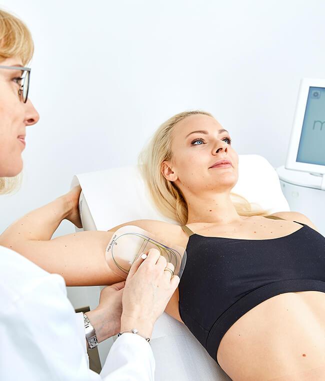 Hyperhidrose Behandlung Linz mit miraDry. Gegen Achselschweiss. miraDry Behandlung Linz