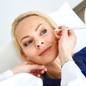 Faltenunterspritzung Gesicht ➤ Faltenunterspritzung Linz zur Gesichtsverjüngung. Hyaluron Falten Unterspritzung im Gesicht zur Gesichtsverjüngung in Linz. Gegen Falten