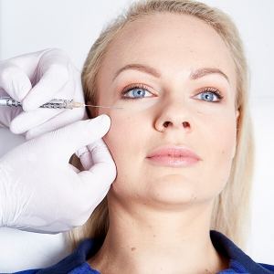 Augenringe unterspritzen in Linz. PRP Eigenblutplasma Augenringe Unterspritzung zur Gesichtsverjüngung. PRP Unterspritzung der Augen für jüngeres Aussehen