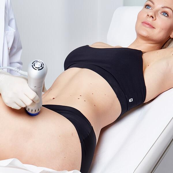 Cellulite Oberschenkel Behandlung in Linz durch Stoßwellentherapie. Behandelt effektiv Orangenhaut und Cellulite an den Oberschenkeln. Bindegewebesstärkung