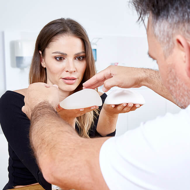 Schönheitsoperationen, Brustvergrößerung mit B-Lite Leichtimplantaten in Linz. Ultraleichtimplantate 30% leichter als Herkömmliche!